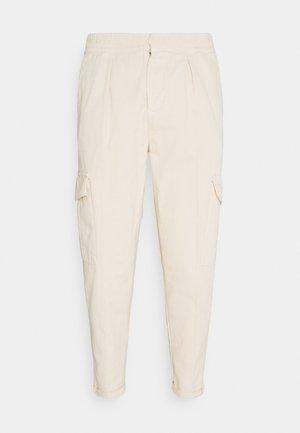 JACOB PANTS - Pantaloni cargo - sandshell