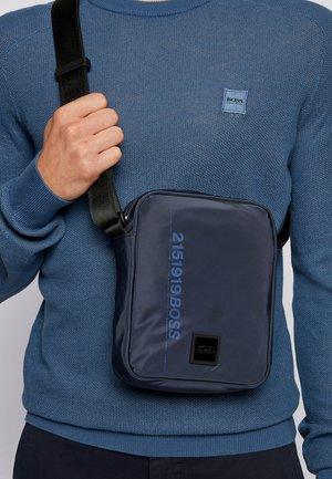 SCRIPTIC - Across body bag - dark blue