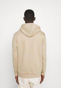 adidas Originals - ESSENTIAL ORIGINALS ADICOLOR HOODIE UNISEX - Felpa con cappuccio - beige tone - 2
