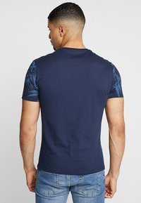 Pier One - T-shirts print - blue - 2