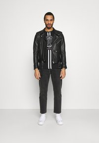 CLOSURE London - FURY TEE - Print T-shirt - black - 1