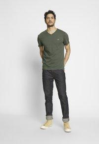 Lacoste - T-shirt basique - aucuba - 1