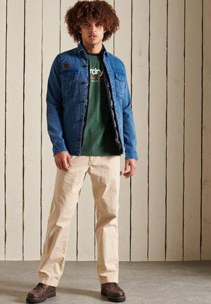 CORE LOGO AMERICAN CLASSIC RINGER - Print T-shirt - jungle green