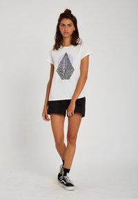 Volcom - RADICAL DAZE TEE - Print T-shirt - star_white - 1