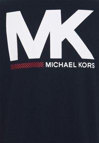 Michael Kors - SPORT LOGO TEE - Print T-shirt - dark midnight - 6