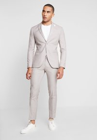 Isaac Dewhirst - WEDDING SUIT LIGHT NEUTRAL - Oblek - beige - 0