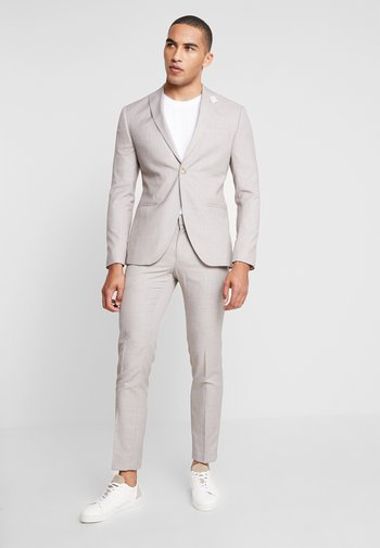 WEDDING SUIT LIGHT NEUTRAL