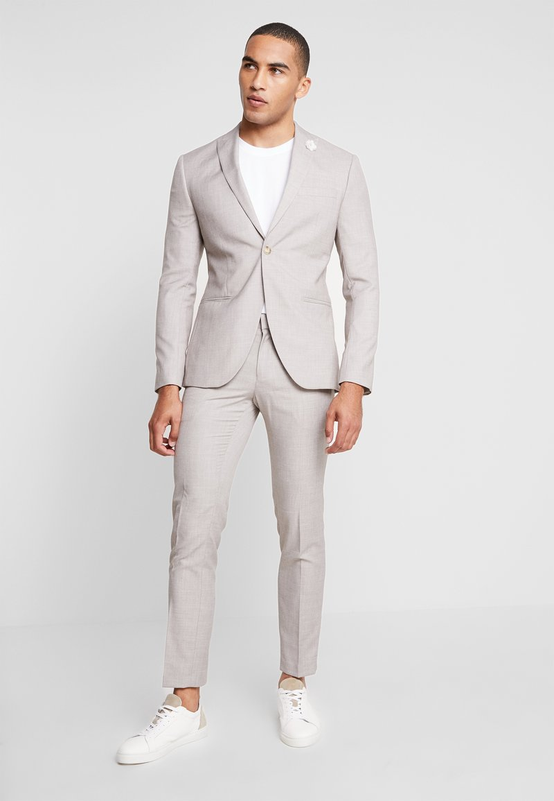 Isaac Dewhirst - WEDDING SUIT LIGHT NEUTRAL - Oblek - beige
