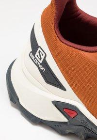 Salomon - ALPHACROSS BLAST - Trail running shoes - umber/vanilla/ebony - 2