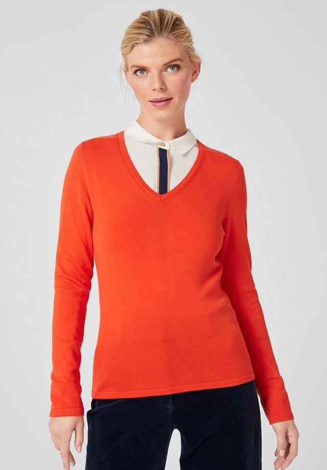 MIT V-NECK - Strickpullover - orange