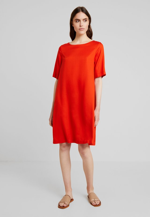 TEN - Vestido informal - burnt orange