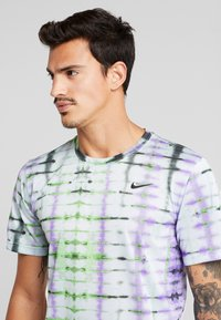 Nike Performance - LEGEND TEE NATURAL HIGH - T-Shirt print - ghost - 3