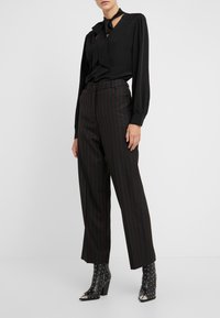 McQ Alexander McQueen - Trousers - black/red - 0