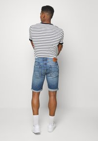 Tommy Jeans - RONNIE RELAXED  - Denim shorts - blue denim - 2