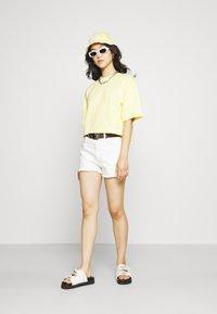 EDITED - SILA - Basic T-shirt - sunshine gelb - 1