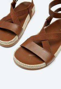 Uterqüe - Sandalen met enkelbandjes - brown - 5