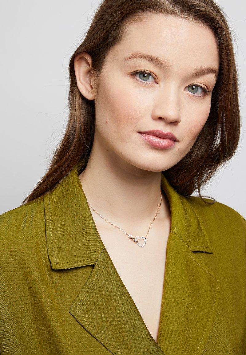 Swarovski - INFINITY NECKLACE - Ketting - rose gold-coloured