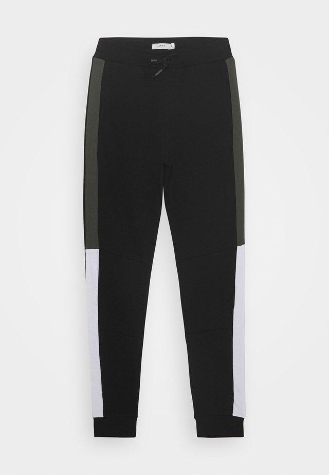 NKMKALVIN PANT - Pantaloni sportivi - black
