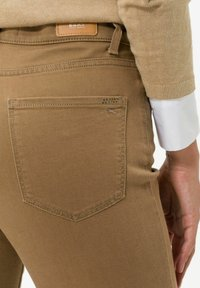 BRAX - STYLE CAROLA - Straight leg jeans - dark camel - 4