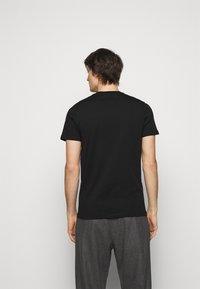 PS Paul Smith - SLIM FIT PROFILE - T-shirt imprimé - black - 2