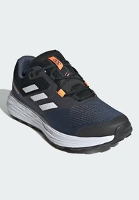adidas Performance - TERREX TWO FLOW TRAILRUNNING-SCHUH - Trail running shoes - blue
