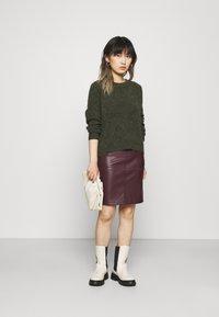 VILA PETITE - VIPEN NEW COATED SKIRT - Pencil skirt - winetasting - 1