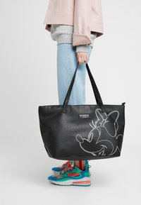 Kidzroom - MINNIE MOUSE FOREVER FAMOUS SHOPPER - Luiertas - black - 1