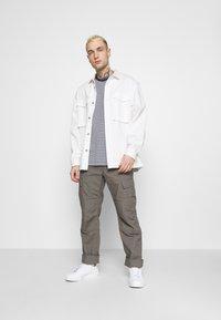 Tommy Jeans - CLASSICS STRIPE TEE - T-shirt z nadrukiem - blue - 1