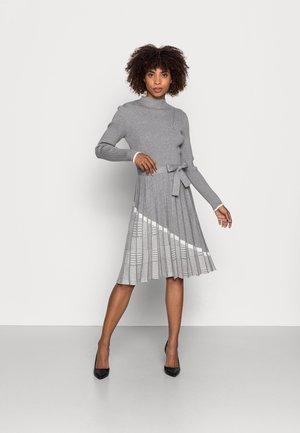 QUARTIER - Gebreide jurk - gris