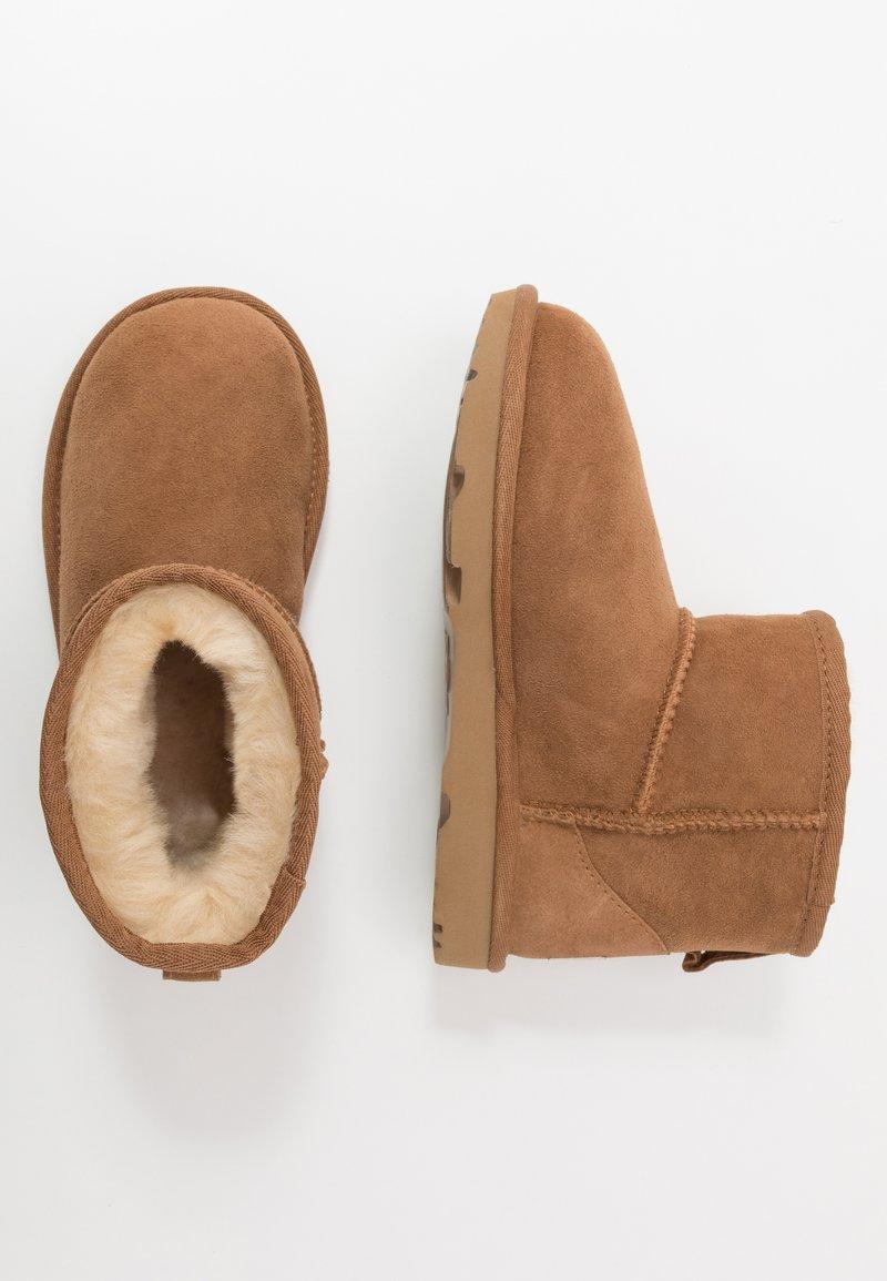 UGG - CLASSIC MINI II - Classic ankle boots - chestnut