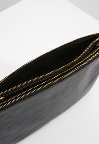Fossil - DEVON - Across body bag - black - 4