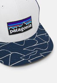 Patagonia - TRUCKER HAT UNISEX - Cap - white/bartolome/stone blue - 3