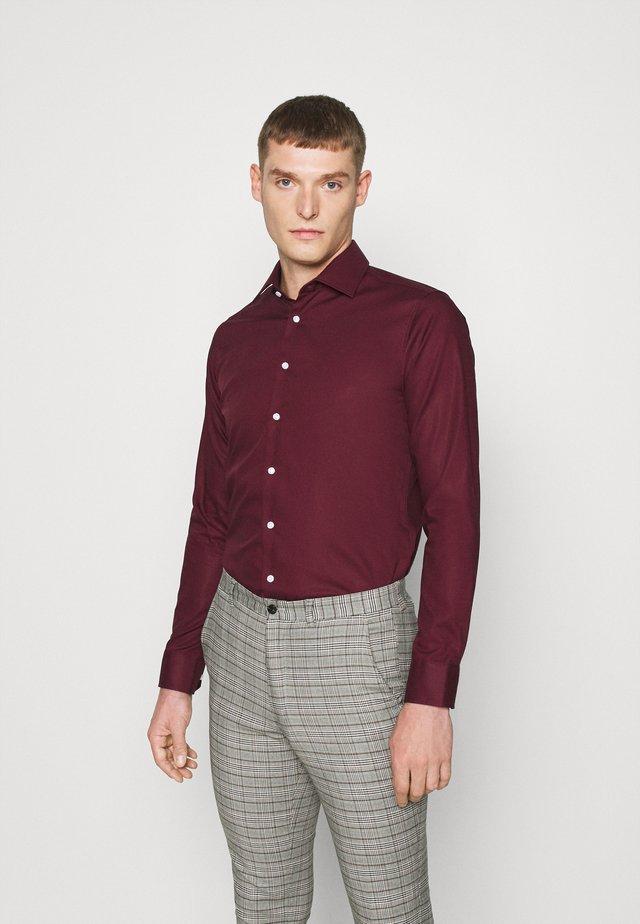 MODERN KENT X SLIM - Kostymskjorta - bordeaux
