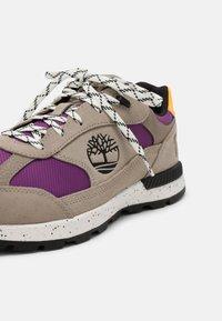 Timberland - FIELD TREKKER  - Sneakers - light taupe/purple - 6