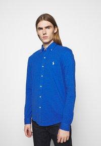 Polo Ralph Lauren - FEATHERWEIGHT MESH SHIRT - Chemise - dockside blue - 0