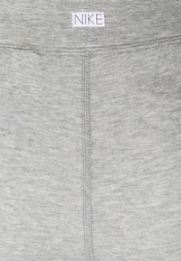 Nike Sportswear - FEMME 7/8 - Leggings - Trousers - grey heather/matte silver/white - 6