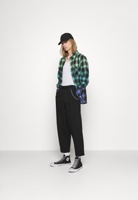 Vintage Supply - TROUSER WITH CHAIN - Trousers - black - 1