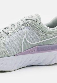 Nike Performance - REACT INFINITY RUN FK 2 - Nøytrale løpesko - light silver/white/infinite lilac/barely green - 5