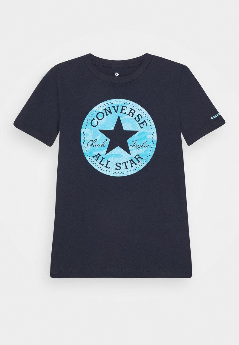 Converse - SHORT SLEEVE CHUCK PATCH GRAPHIC UNISEX - Camiseta estampada - obsidian