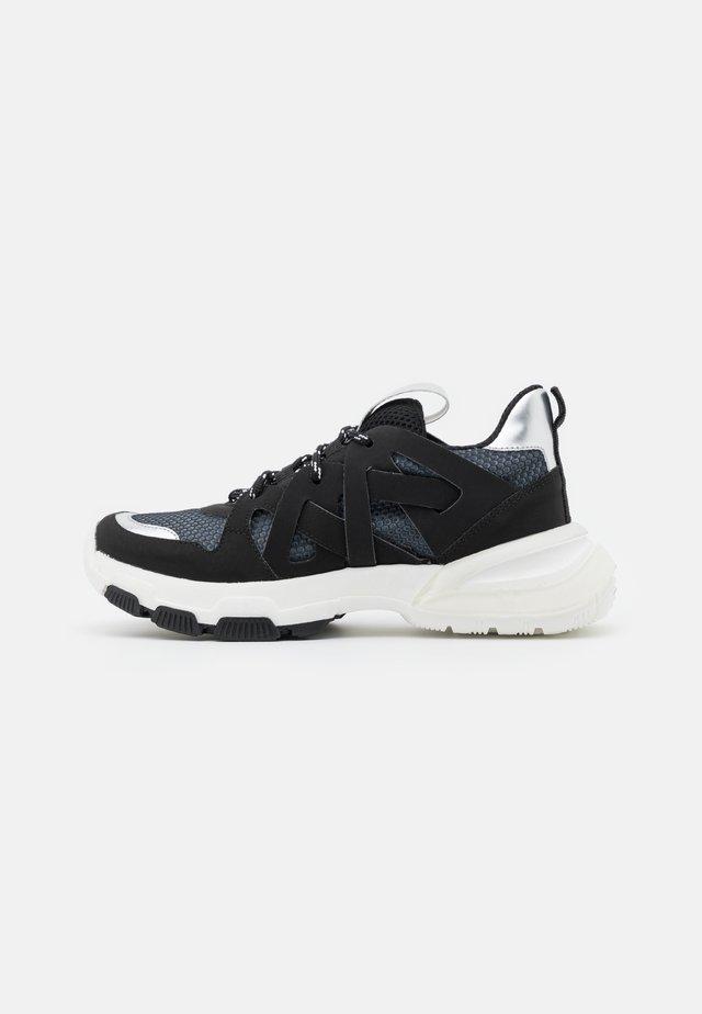 CALIA - Sneakers basse - noir/argent