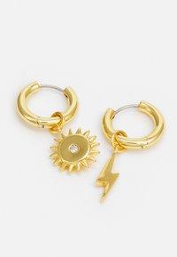 Rebecca Minkoff - LIGHTNING BOLT & SUN MIS-MATCH HUGGIE EARRING - Oorbellen - gold-coloured - 2
