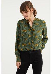 WE Fashion - MET DESSIN - Button-down blouse - dark green - 0