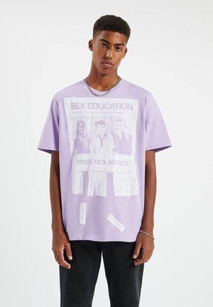 SEX EDUCATION - Print T-shirt - purple