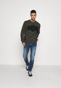 Glorious Gangsta - ZAIAR - Sweatshirt - khaki - 1