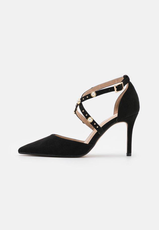 WIDE FIT DRAPE CROSS STRAP COURT - Classic heels - black