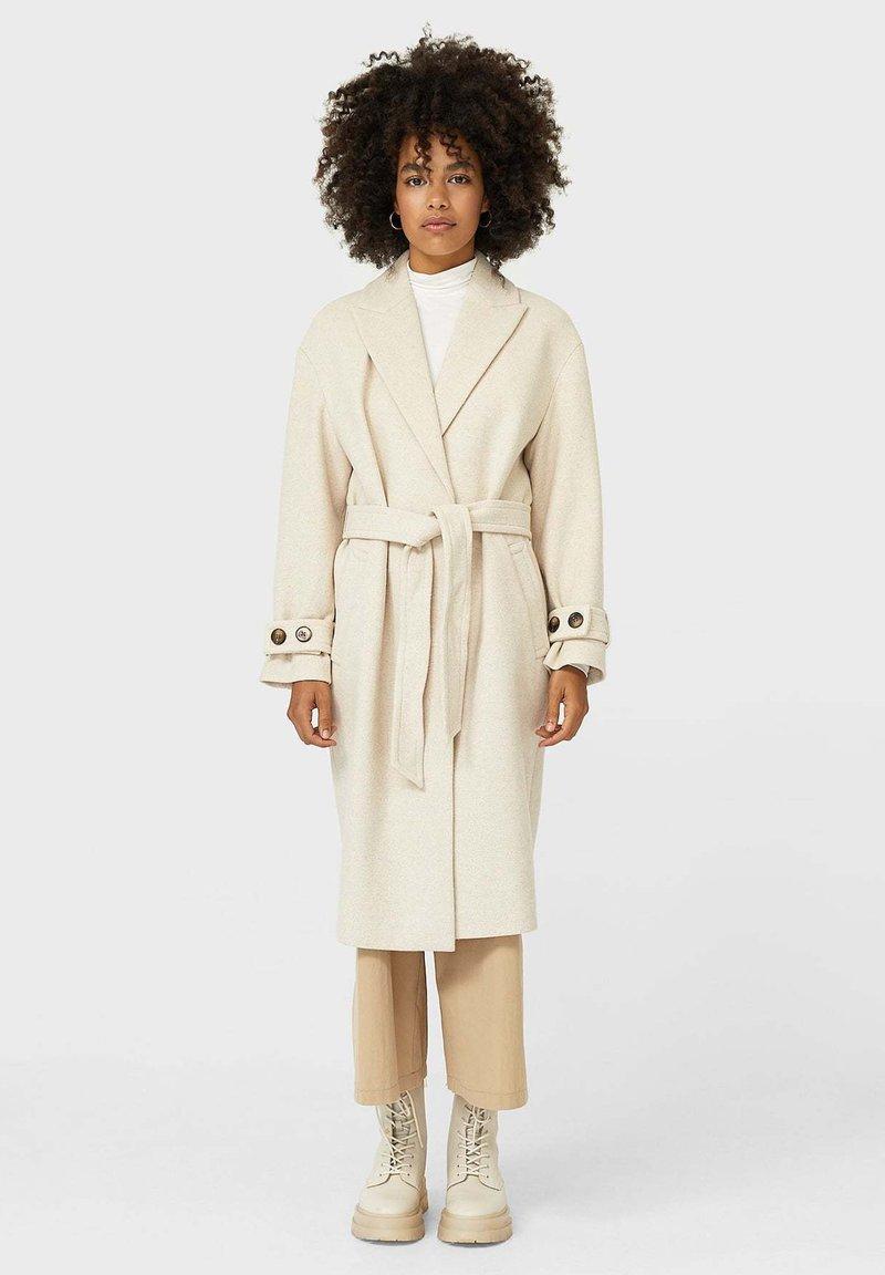 Stradivarius - Classic coat - white