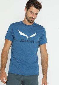 Salewa - SOLID LOGO DRY TEE - Print T-shirt - poseidon melange - 0
