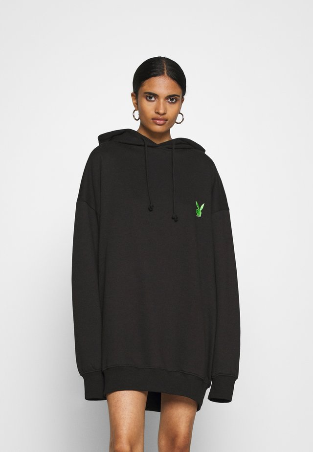 PLAYBOY OVERSIZED LOGO HOODY DRESS - Denní šaty - black