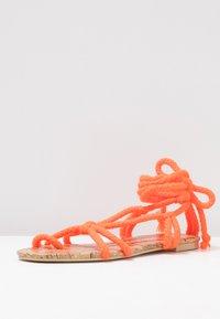 Public Desire - MOJITO - Sandály s odděleným palcem - orange - 4
