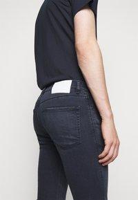 HUGO - Slim fit jeans - bright blue - 3